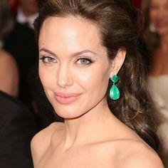 Trucco sensuale e malizioso alla Angelina Jolie  #makeup ...per visualizzare il TUTORIAL➨➨➨ http://www.womansword.it/donna-bellezza-consigli/beauty-fai-da-te/beauty-fai-da-te-make-up/trucco-sensuale-malizioso-angelina-jolie/
