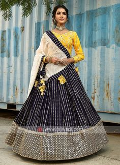 Lehenga Designs Simple, Simple Lehenga, Wedding Lehenga Designs, Half Saree Designs, Choli Designs, Blouse Designs, Party Wear Indian Dresses, Indian Fashion Dresses, Bridal Dresses