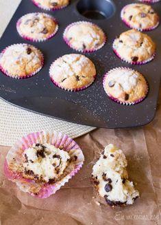 Un clásico de la cocina gringa, estos muffins con chispas de chocolate son de miga esponjosa y delicioso sabor. Sencillos y rápidos.