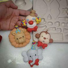 Circo payaso, león, mono, elefante