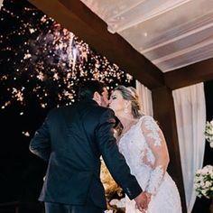 Minha querida Fernanda ❤️ @fernandambmoreira  #noivadiva #noivadoano #noivadebrasilia #noivadeluxo #noivavintage #casareiembrasilia #casamentobrasilia #brasilia #altacostura #atelier #glamour #luxo #wedding #weddingdress #bride #bridal #aguasclaras #celebrity #noivabohochic #bridedress #brasil #noiva #vestidodenoiva #madrinhadecasamento #vivianspier http://tipsrazzi.com/ipost/1507430465639712856/?code=BTreAWUDohY