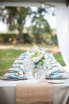 white table cloth, baby blue napkins and burlap table runners Blue Peach Wedding, Cheap Wedding Decorations, Wedding Table Settings, Wedding Tables, Place Settings, Burlap Table Runners, Southern Weddings, Blue Weddings, Rustic Weddings