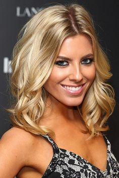 Mollie King hair: Blonde bombshell waves - Mollie King hair: Blonde bombshell waves