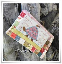 NECESERES de Anni Downs Hatch Patch, Annie Downs, Handmade Purses, Patchwork Bags, Embroidery Applique, Small Bags, Bag Accessories, Purses And Bags, Patches