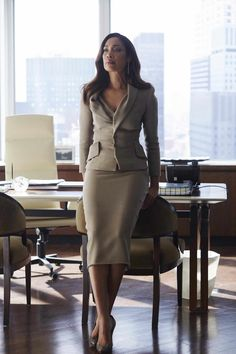 """Sarah Rafferty and Gina Torres Donna Paulsen and Jessica Pearson "" Business Mode, Business Chic, Business Outfits, Business Attire, Business Suits For Women, Work Suits For Women, Business Formal Women, Corporate Fashion, Business Fashion"