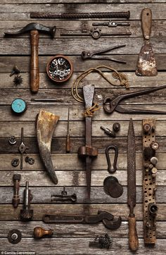 Family tree with objects: the memories of Camilla - R .- Family tree with objects: the memories of Camilla - Antique Tools, Old Tools, Vintage Tools, Vintage Keys, Vintage Stuff, Camilla, Carpentry Tools, Woodworking Tools, Bric À Brac