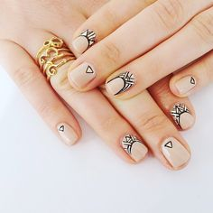 One of the best ways to go would be to paint abstract nail art designs. Get Nails, Love Nails, How To Do Nails, Pretty Nails, Hair And Nails, Nail Art Abstrait, Ongles Beiges, Nail Art Designs, Tribal Designs