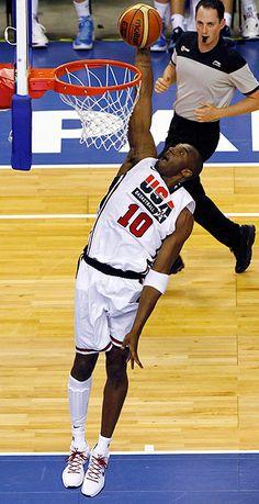 Aquel es el jugador de basquetbol.  El esta jugando en contra Argentina.  Kobe Bryant es atletico.