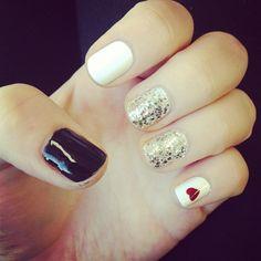 Mixing black, white, glitter and #hearts #nailart