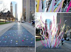 Cintas de colores en las rendijas de las calles. #arte