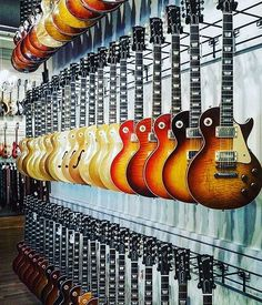 Sustain for days…can you hear it? #gibson #lespaul #gibsonguitars…