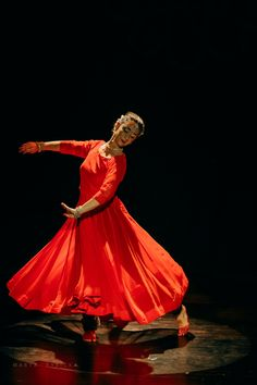 Concert of indian music& dance. Dance Pics, Dance Pictures, Dance Art, Indian Music, Indian Folk Art, Bollywood Style, Bollywood Fashion, Kathak Costume, Contemporary Dance Poses