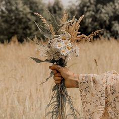 Missing the days of foraging for wild flowers via 🌾 Flower Aesthetic, Aesthetic Photo, Aesthetic Pictures, Sun Aesthetic, Wild Flowers, Beautiful Flowers, Sun Flowers, Bouquet Champetre, Photo Images