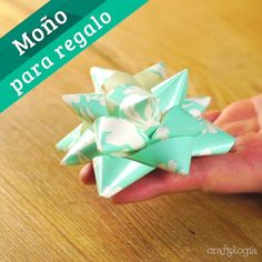 Gift Ribbon, Gift Bows, Paper Ribbon Bows, Art Origami, Paper Crafts Origami, Gift Wrapping Bows, Wrapping Ideas, Diy Gift Box, Diy Crafts For Gifts