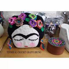 Almohadon Tejido Al Crochet Frida Kahlo - $ 470,00