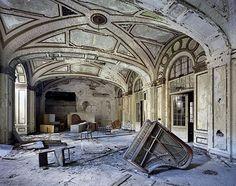 Urban ruins: 35 hauntingly beautiful photos of abandoned and forgotten hotels - Blog of Francesco Mugnai