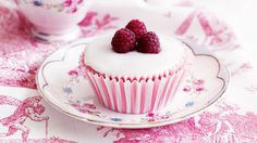 raspberry cupcakes with rosewater icing plus sweets cupcakes petits ...