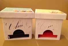 Caixas de chá decoradas com papel e botões.