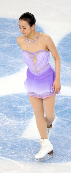 女子SPの演技を終え、うつむく浅田真央 (263×640) 「真央、震える声 「自分が弱かった」 心技体整わず暗転」 http://www.asahi.com/articles/ASG2N0HBZG2MUTQP031.html