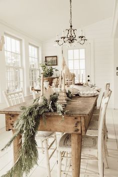Ceelbrate your love for sountry style with Rustic Christmas decoration ideas. These rustic & Farmhouse style Christmas home decor will be warm & festive. Farmhouse Christmas Decor, Christmas Home, Xmas, Rustic Christmas, Christmas Ideas, Simple Christmas Trees, Christmas Dinning Table Decor, Christmas Decor For Kitchen, Christmas Decorations For The Home Living Rooms