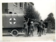 British-Army-Ambulance-Aid-Post-Casualty-1915-World-War-1-5x4-034-Reprint-Photo-bl