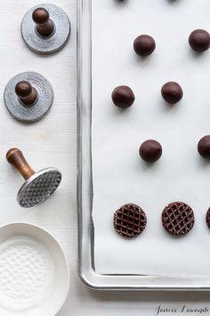white chocolate dipped chocolate cookies//