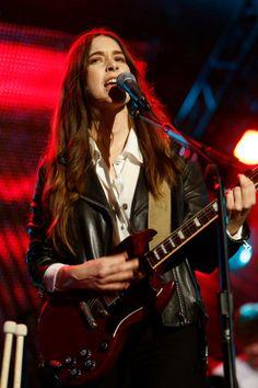 Danielle Haim Danielle Haim, Lindsey Buckingham, Fleetwood Mac, Music, Style, Musica, Swag, Musik, Muziek