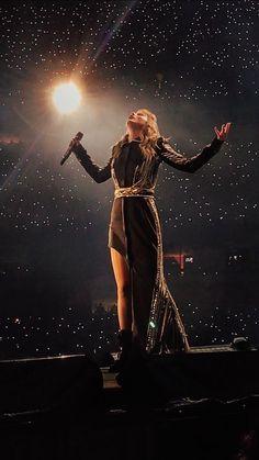 Taylor Swift at the Reputation Stadium Tour Frases Taylor Swift, Estilo Taylor Swift, Long Live Taylor Swift, Taylor Swift Fan, Taylor Swift Pictures, Taylor Alison Swift, Taylor Swift Concert, Taylor Lyrics, Swift 3