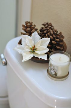 Check Out 20 Amazing Christmas Bathroom Decoration Ideas. Christmas bathroom seats which are incredible and really creative for winter season and Christmas. Gold Christmas, Rustic Christmas, Christmas 2019, Simple Christmas, Christmas Home, Christmas Crafts, Beautiful Christmas, Winter Christmas, Christmas Bathroom Decor
