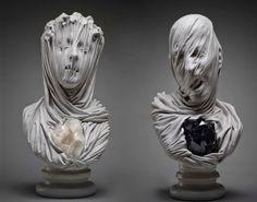 イタリアの彫刻家Livio Scarpellaさんの作品をご紹介します。顔にまとわりつく布の表情が秀逸ですね。 イタリア、ヴェネツィアのロココ調の彫刻家Antonio Corradini(アントニオ・コッラディーニ)(1668〜1752)さんに触発されて制作されたシリーズです。液体のような布はただならぬ存在感を発しており、その後ろにある目の閉じられた表情までも丹精に作り込まれています。 胸にある鉱物は魂を表しているようです。タイトルに「Ghosts」とあるように人間ではない霊的な存在を感じることができます。              彫刻の解剖学―ドナテッロからカノーヴァへ (イメージの探検学) 彫刻の解剖学―ドナテッロからカノーヴァへ (イメージの探検学)posted at 2014.6.14諸川 春樹,喜多村 明里,足達 薫,金井 直,金山 弘昌,松浦 弘明ありな書房売り上げランキング: 594238Amazon.co.jp で詳細を見る