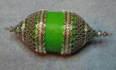 Mariposas Schatzkiste Beaded Ornaments, Creative Crafts, Bead Art, Bead Weaving, Beading Patterns, Tassels, Blog, Pendants, Christmas
