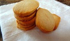 If you want an easy cookie that allergy-friendly, check out this recipe! These Gluten Free Slice-and-Bake Sugar Cookies are simple and delicious Sugar Free Cookie Recipes, Sugar Free Baking, Sugar Cookies Recipe, Gluten Free Cookies, Gluten Free Desserts, Dairy Free Recipes, Paleo Recipes, Easy Recipes, Sugar Free Maple Syrup