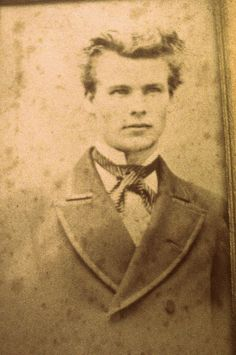 From the submitter, Vix:This guy was a relative from my maternal Grandfather's side of the family. Apparently he went mad and ended his days in an asylum.Reminds us a little of our original Daguerreotype BF, Robert Cornelius! Look alike of Jamie Frazer Antique Photos, Vintage Pictures, Old Pictures, Old Photos, Vintage Abbildungen, Vintage Beauty, Louis Daguerre, Victorian Men, Edwardian Era