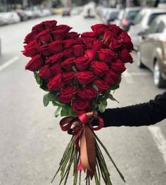 ideas for flowers shop decoration florists Valentine Flower Arrangements, Funeral Flower Arrangements, Valentines Flowers, Funeral Flowers, Floral Arrangements, Wedding Flowers, Amazing Flowers, Beautiful Roses, Beautiful Flowers