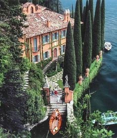 Villa La Casinella in Lake Como photographed by the legendary Slim Aarons. Slim Aarons, Italy Map, Italy Travel, Italy Italy, Italy Vacation, Italy News, Lac Como, Siena Toscana, Places To Travel