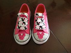 Minnie Mouse shoes im so making these for Kimmie