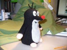 Strašně dlouho jsem chtěla uháčkovat Krtečka jako hračku, ale nikde jsem nenašla žádný návod, tak js... Diy Crochet Amigurumi, Crochet Toys, Knit Crochet, Bunny Toys, Handicraft, Arm Warmers, Kids Toys, Knitted Hats, Crochet Patterns