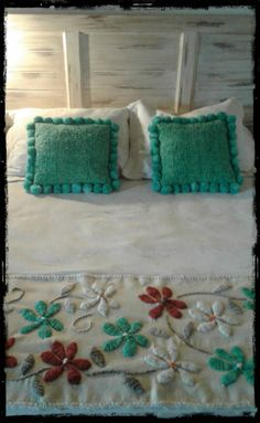 Embroidery bordado love 50 New Ideas Mexican Embroidery, Hand Work Embroidery, Embroidery Bags, Crewel Embroidery, Machine Embroidery Designs, Embroidery Patterns, Crochet Patterns, Creative Beds, Designer Bed Sheets