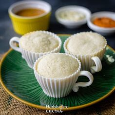 Snacks Recipes, Spicy Recipes, Indian Food Recipes, Recipies, Cooking Recipes, Idli Sambar, Look And Cook, Idli Recipe, Coconut Chutney