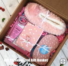 Ideas For Diy Geschenke Weihnachten Kleine Diy Gift Box, Diy Gifts, Handmade Gifts, Cute Gift Boxes, Cute Birthday Gift, Birthday Box, Birthday Presents, Happy 25th Birthday, Birthday Basket