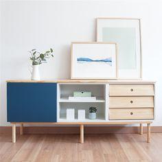 No hay casa sin un aparador que te ayude a guardar todo aquello que necesitas tener a mano. Un práctico mueble de comedor, formado por un módulo con puerta abatible, un módulo con cajones en madera de pino, un módulo con balda y con la tapa de madera de pino natural lacada. Perfecto para almacenar todo aquello que necesites. Ideal para completar el mobiliario de tu salón. Estructura y patas acabadas con madera de pino. Azul Indigo, Buffet, Cabinet, Storage, Natural, Furniture, Home Decor, Sideboard Cabinet, Dining Room Furniture