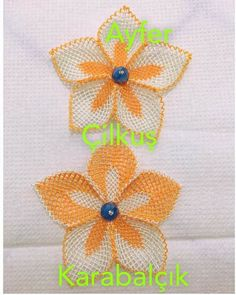 This Pin was discovered by HUZ Lace Flowers, Crochet Flowers, Needle Lace, Lace Making, Needlepoint, Needlework, Knots, Diy And Crafts, Crochet Hats