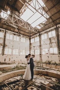 If cool, edgy, industrial wedding venues are you vibe - these warehouse are perfect! We love the contrasting modern venues with the soft femininity of. City Wedding Venues, Rustic Wedding Venues, Contemporary Wedding Venues, Industrial Wedding Venues, Gratis Download, Wedding Photography Styles, Photography Ideas, Warehouse Wedding, Gris Rose