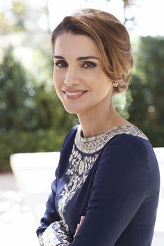 Portrait of Queen Rania of Jordan Andrea Casiraghi, Charlotte Casiraghi, Estilo Real, Lady Diana Spencer, Crown Princess Victoria, Crown Princess Mary, Foto Cv, Prince Héritier, Style Royal