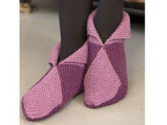 Comfortable slippers from squares. Knitted Slippers, Slipper Socks, Crochet Shoes, Knit Crochet, Diy Accessories, Sock Shoes, Knitting Socks, Knitting Patterns, Sewing