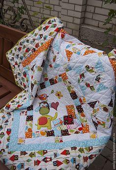 Купить или заказать Детское лоскутное одеяло на заказ (цена за квадратный метр изделия) в интернет-магазине на Ярмарке Мастеров. Лоскутное покрывало в технике пэчворк + машинная аппликация + квилтинг (художественная стежка) на заказ для детей. Заказы на лоскутные покрывала принимаю в порядке очереди. Прежде чем сделать заказ ознакомьтесь, пожалуйста, с правилами магазина. Спасибо! В наличии большой выбор тканей, из которых мы можем создать только ваше неповторимое одеяло или плед…