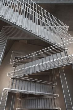 tham & videgård arkitekter has completed the 'västra kajen' development, two urban housing blocks on the quayside of a lake in southern sweden. Steel Stairs Design, Metal Stairs, Staircase Design, Grand Staircase, Outdoor Stair Railing, Stair Handrail, Banisters, Interior Railings, Patio Interior