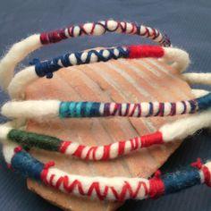 "Мартеници гривни ""Расти"" Baba Marta, Projects To Try, Bulgarian, Traditional, Christmas Ornaments, Earrings, Cord, Handmade, Crafts"