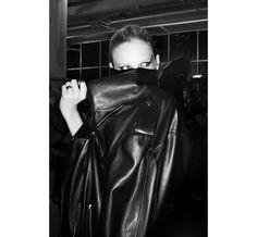 En backstage du défilé Alexandre Vauthier haute couture automne-hiver 2013/2014 à Paris http://www.vogue.fr/mode/inspirations/diaporama/journal-de-la-fashion-week-haute-couture-a-paris-jour-2/14244/image/799898#!24