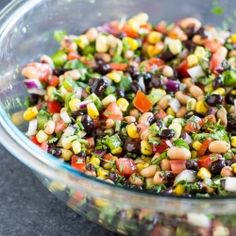 Healthy Salad Recipes Cowboy Caviar is pac Food & Recipes Cowboy Caviar is packed with colorful fresh ingredients that also happen to be healthy. Makes a great salsa dip or salad at your next party or barbecue! Naturally vegan and gluten free. Healthy Snacks, Healthy Eating, Healthy Recipes, Vegetarian Recipes, Simple Recipes, Delicious Recipes, Free Recipes, Healthy Life, Appetizers For Party